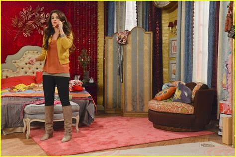 alex russo bedroom selena gomez wizards returns premieres march 15th