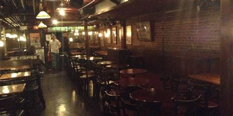 The Living Room Comedy Club Underground At The Comedy Cellar A Look Inside Louis C K