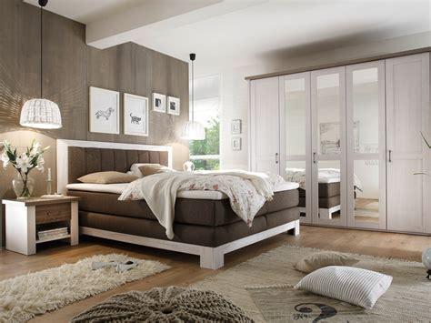 nachttisch für boxspringbett grau wanddeko holz design
