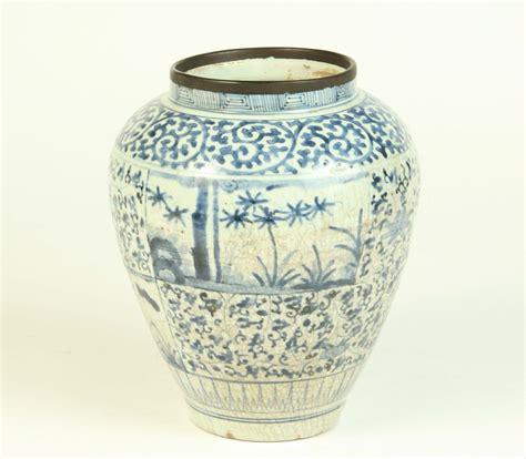 vaso cinese antico piccolo vaso cinese con decoro bianco e antico house