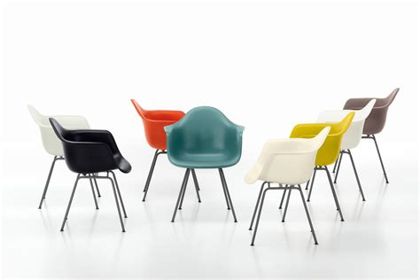 eames armchairs eames plastic armchair dar besucherst 252 hle von vitra architonic
