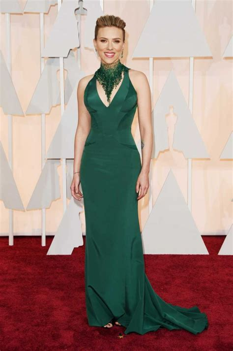 The Oscars Liveblog At Catwalk And Makeup by Johansson In Atelier Versace At The 2015 Oscars