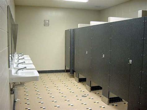 highschool bathroom sex fabro anziana turista muore nei bagni di stazione di