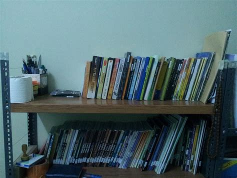 Rak Buku Perpustakaan Di Rumah perpustakaan rumah cahaya flp hadhramaut flp or id