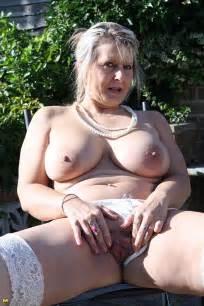 Pussy Playing MILF At The Backyard Photos Martina K