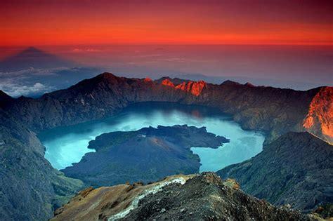 Kaos Gunung Rinjani Lombok 1 10 tempat wisata di lombok yang wajib dikunjungi