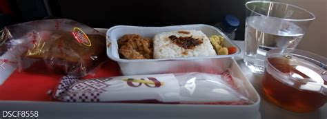 batik air makanan pengalaman terbang bersama batik air id 7796 sorong