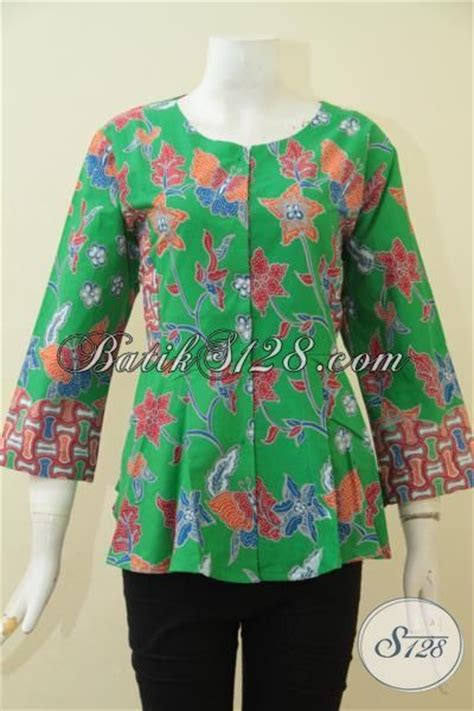 Baju Batik Warna Hijau batik blus warna hijau dengan motif bunga bunga model