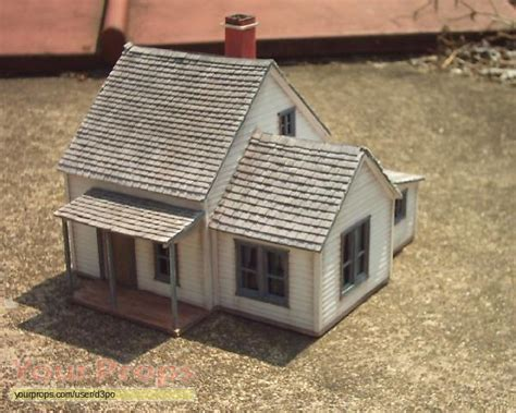 wizard of oz house the wizard of oz dorothy s farm house replica movie prop