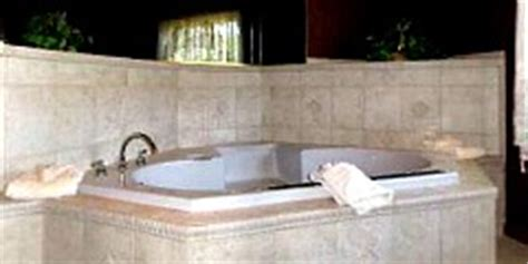 hotels in cleveland with tub in room ohio 174 suites tub hotel rooms b b s cabins