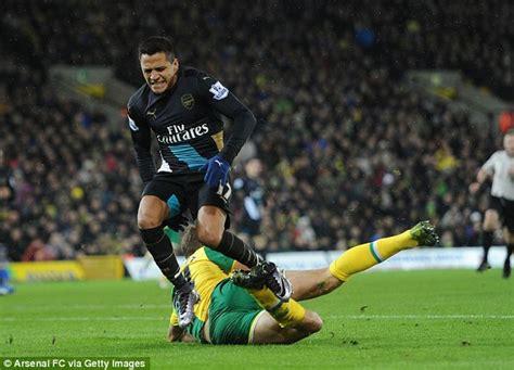 alexis sanchez knee injury arsenal midfielder santi cazorla has damaged knee