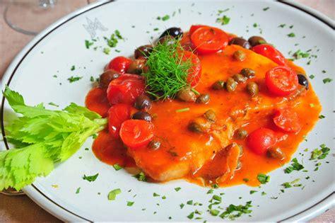 cucinare tranci di pesce spada trancio di pesce spada pomodori pachino capperi e