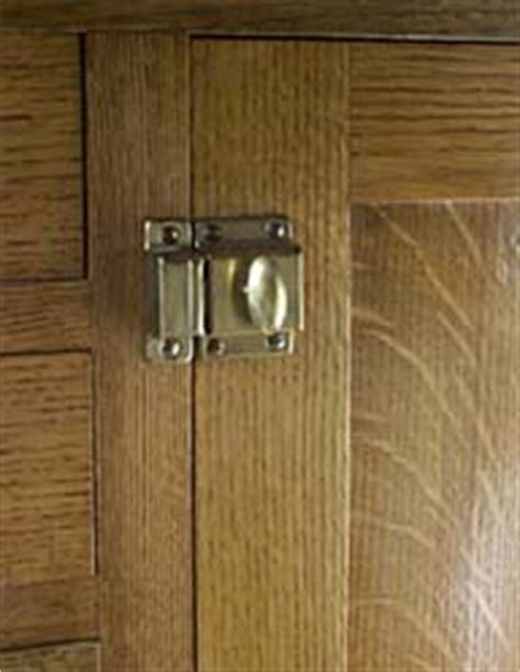 kitchen cabinet closures the kitchen cabinet latches