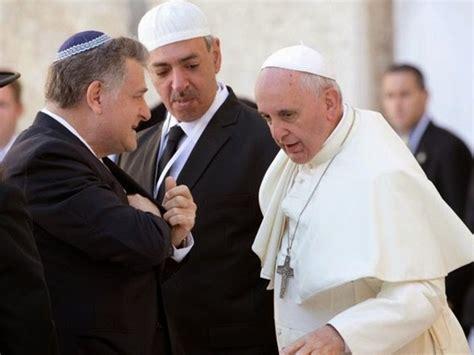 imagenes abrazo emotivo papa francisco rabino y l 237 der musulm 225 n se dan emotivo