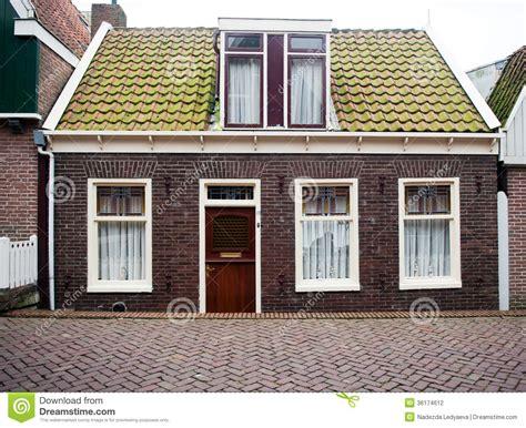prix maison en brique fa 231 ade de maison de brique photo stock image 36174612