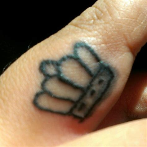 tattoo close up 45 crown finger tattoos ideas