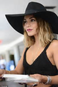10 ways to wear hats straight hair version youtube vanessa hudgens style lounge visit 8 6 2014