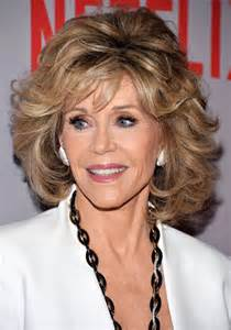 are fonda hairstyles wigs or own hair jane fonda looks effortlessly chic as she attends grace