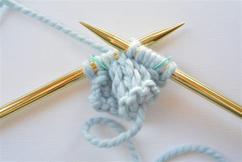 cable needle knitting how to knit a simple cable in a stitch
