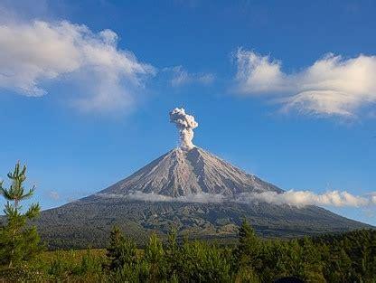 gunung semeru tertinggi di jawa puncak gunung semeru peta semeru