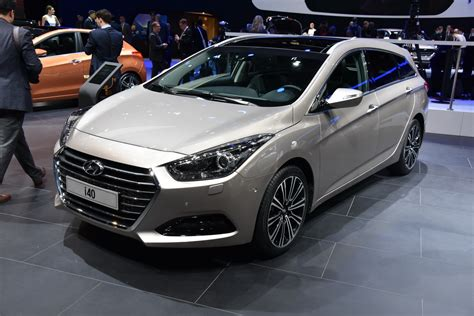 hyundai updates i40 gains new grille plus 7 dct carscoops