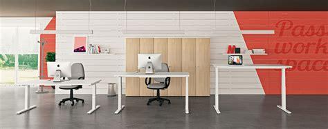 scrivanie regolabili in altezza la rivoluzione delle scrivanie regolabili in altezza linekit