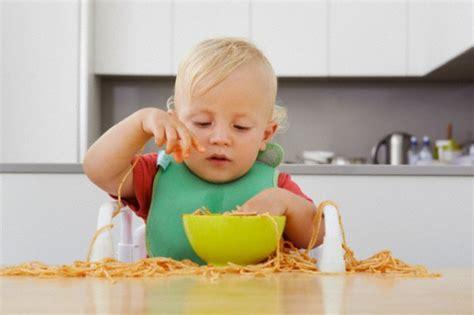 alimentazione bimba 10 mesi alimentazione dopo lo svezzamento 7 trucchi per abituare