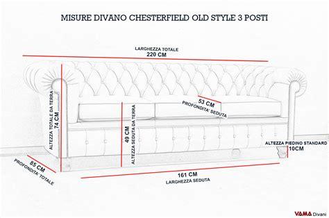 misure divano 3 posti divano chesterfield vintage con chiodi e piedini alti
