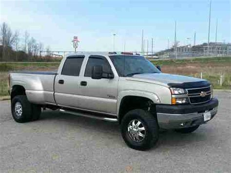 chevy bed liner purchase used 2005 chevy 3500 4x4 diesel 4 quot lift big