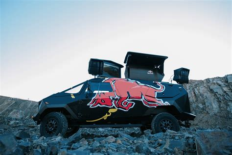 range rover van the red bull x land rover party van por homme