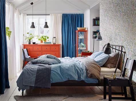 schlafzimmer einrichten rotes bett hej bei ikea 214 sterreich schlafzimmer graue bettw 228 sche