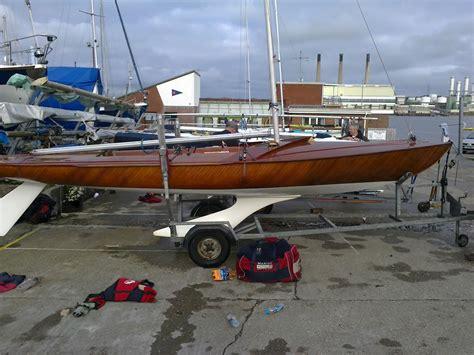 trimaran ocean crossing hull for small autonomous ocean crossing boat boat