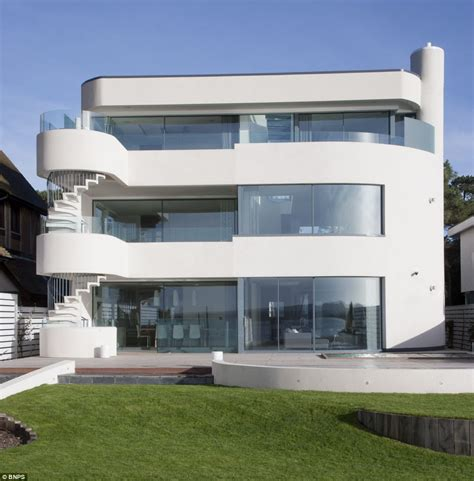 6 bedroom houses sandbanks the tiny millionaire s playground where 15