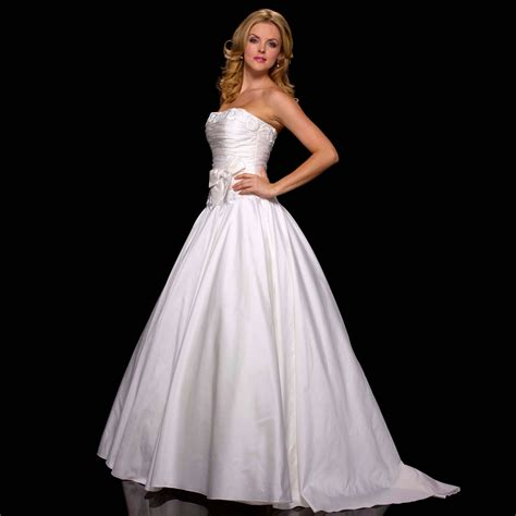 Luck Be A Lady Wedding Dress from Stewart Parvin   hitched