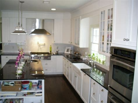 White Kitchen Cabinets With Crown Molding Kitchen With White Shaker Cabinets Black Counter Farmhouse Sink I How They Disguised The