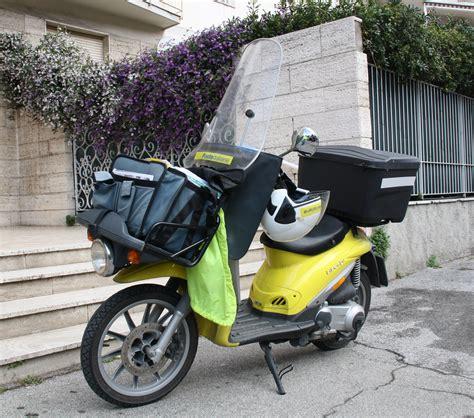 file poste italiane scooter piaggio liberty 01 jpg