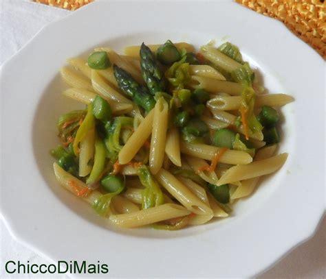 ricette pasta con fiori di zucca pasta con asparagi e fiori di zucca ricetta primaverile