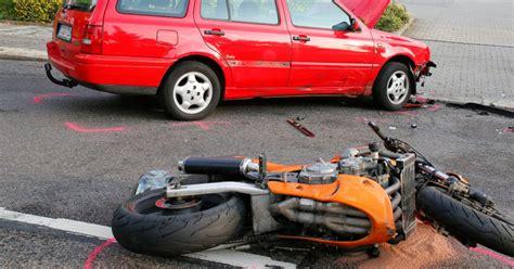 Unfall Motorradfahrer Chemnitz by Motorradfahrer Eingeklemmt Und Schwer Verletzt Sachsen