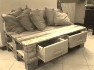 spedire un divano divano in pallets con cassettoni frontali