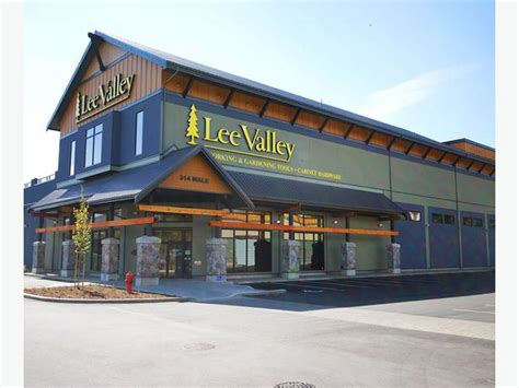 retail store manager lee valley tools victoria