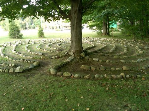 Backyard Labyrinth by Best 25 Labyrinth Garden Ideas On Labyrinths