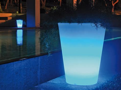 vasi luminosi da giardino vasi luminosi da giardino per dar luce alle tue serate estive