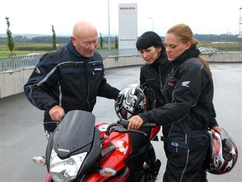 Wo Kann Ich Motorrad Fahren Ohne Führerschein by Honda Fireblade Honda Nachrichten Honda Initiativen