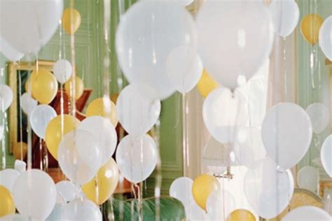 Easy Last Minute Decor Balloon Ceiling by Last Minute New Year S Ideas