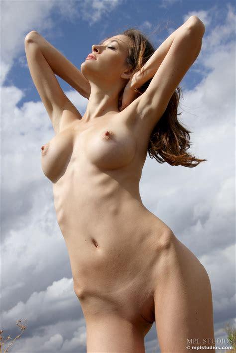 Iveta Nude Outdoors By Mpl Studios Erotic Beauties