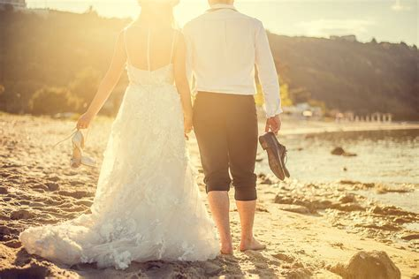 12 Unique Wedding Gifts for the Happy Couple (Give