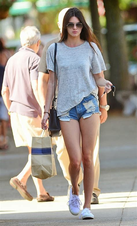 celebrity casual style summer celebrity street style kendall jenner wear casual denim