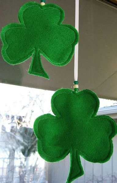 Shamrock Decorating by Green Colors And Creative Decorating Ideas For St Patricks