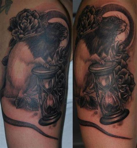 tatuaż ręka realistyczny klepsydra mysz przez silvercrane