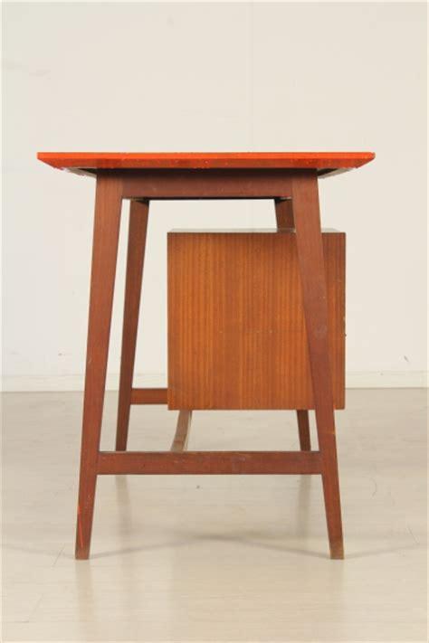 scrivania modernariato scrivania anni 50 60 tavoli modernariato dimanoinmano it